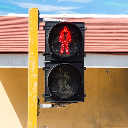 semaforo peatonal: Sem�foro peatonal Roja en la ciudad