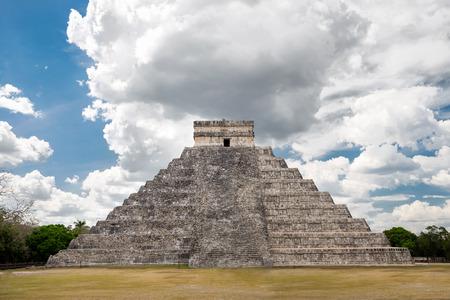 kukulkan: El Castillo El Templo de Kukulk�n de Chich�n Itz� pir�mide maya en Yucat�n M�xico Editorial