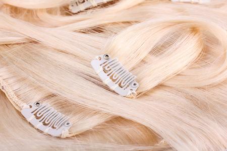 Blond hair extension, clips details Standard-Bild