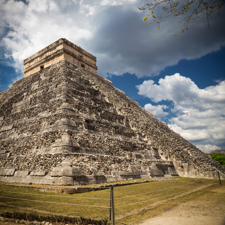 kukulkan: El Castillo El Templo de Kukulkan de Chichen Itza, pir�mide maya en Yucat�n, M�xico