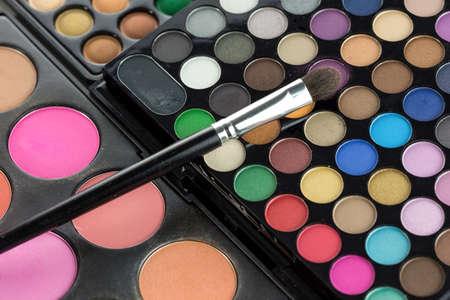 eyemakeup: Professional make-up brush on eyeshadows palette, closeup