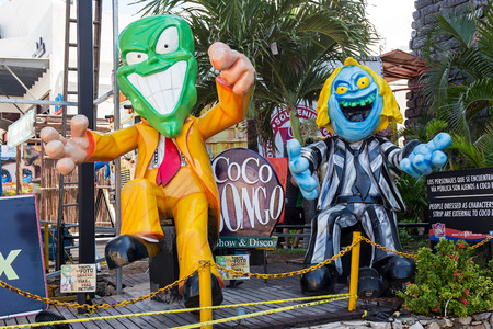 bongo: CANCUN, MEXICO - 29 October  2015: Coco Bongo Club entrance with dummy of Mask at Zona Hotelera Editorial