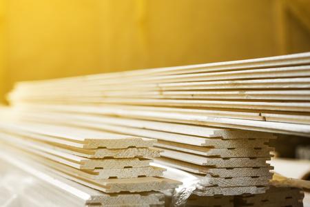 木製スロットとキーボード、クローズアップ