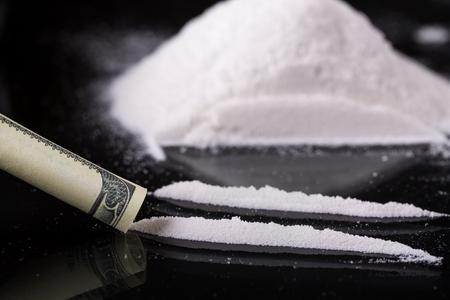 La cocaina su sfondo nero, primo piano