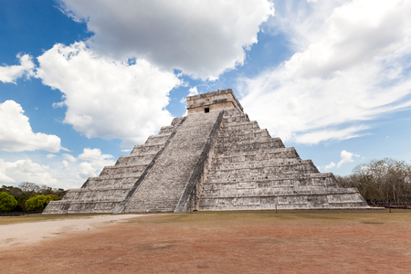 El Castillo (The Kukulkan Temple) of Chichen Itza, mayan pyramid in Yucatan, Mexico.  Its  one of the new 7 wonders of the world. Stock Photo