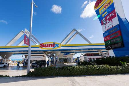 BAVARO, PUNTA CANA, DOMINICAN REPUBLIC - 19 JANUARY 2019: Sunix Petroleum gasoline station 에디토리얼