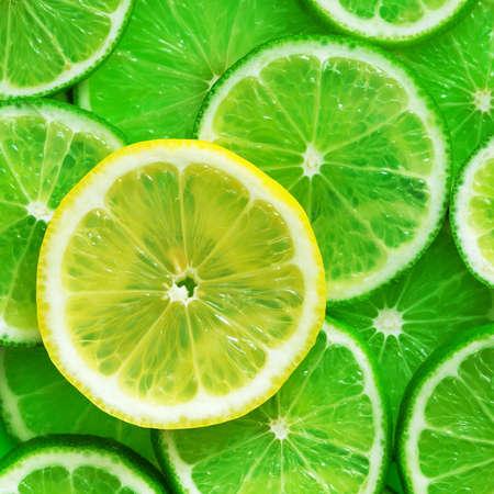 Citrus fruits slices pattern texture background, lime, lemon and oranges flat lay 版權商用圖片