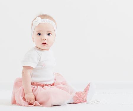 Klein meisje binnen Stockfoto