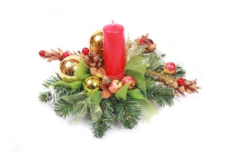 붉은 촛불이있는 크리스마스 장식