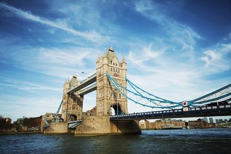 유명한: 화창한 날에 런던의 타워 브리지 스톡 사진
