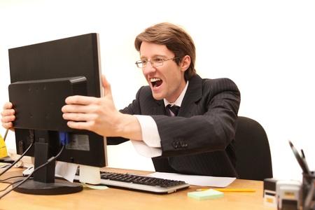 흰색에 고립 된 LCD 모니터를 외치고 사업가