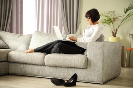 비즈니스 아가씨 그녀의 노트북에 작업 스톡 콘텐츠
