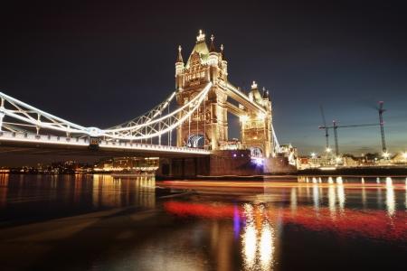 Schuss Tower Bridge bei Nacht Standard-Bild - 18083201
