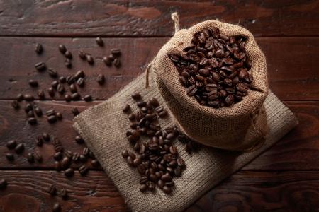 Sack voller Kaffeebohnen Standard-Bild - 20379987