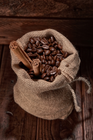 bagging: small bag of coffee beans and stick of cinamon