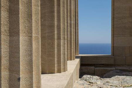 Lindos, Rhodes Island의 아크로 폴리스 기둥 스톡 콘텐츠