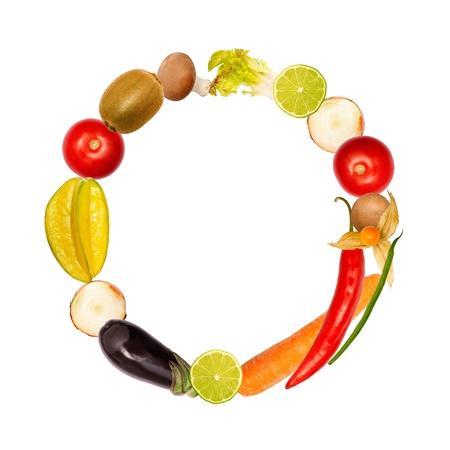 lettre alphabet: La lettre o, construit avec divers fruits et légumes, fonte complète disponible Banque d'images