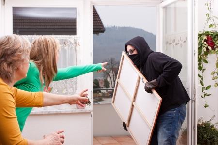 defensa personal: Se observa enmascarado ladrón Foto de archivo