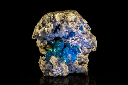 esot�risme: Cavansite dans la roche m�re, fond noir