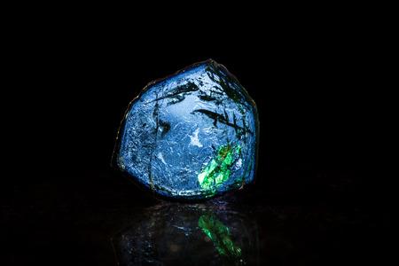 esoterismo: Studioaufnahme Blauer Turmalin