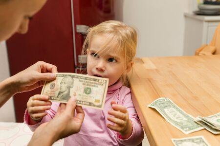 money pocket: concepto de dinero de bolsillo para una ni�a Foto de archivo