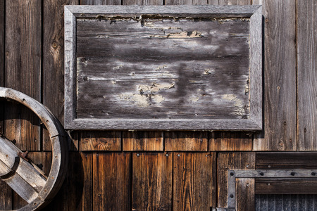 empty wooden sign on a weathered wall Stockfoto