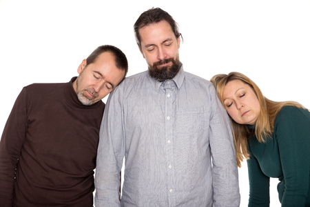 cansancio: tres personas están comprando durante unos minutos