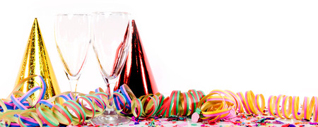 serpentinas: la decoración del partido con el vino espumoso o champán, confeti y serpentinas