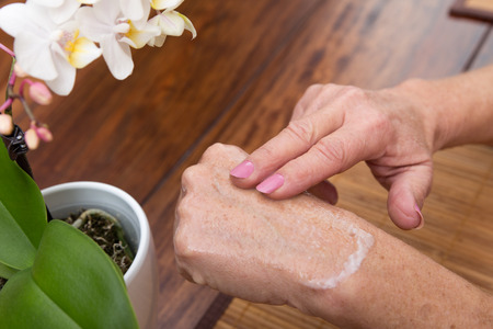 senior adults hands with lotion on it Foto de archivo