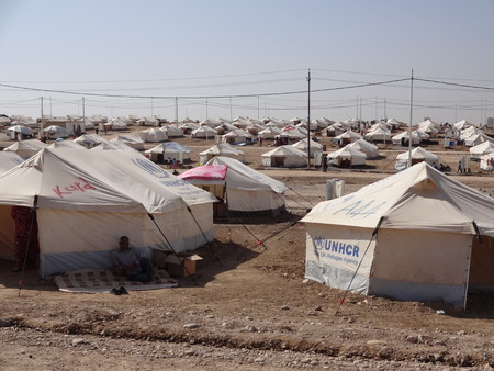 Muchas tiendas de campaña en Gawilah gawilan campamento, cerca Bardarash, Kurdistán, Irak Foto de archivo - 25900793