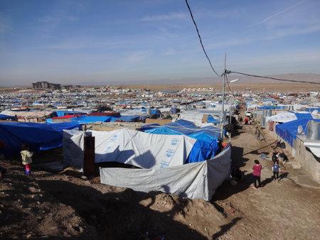 campamento: Tiendas de campaña en el campamento Domeez, cerca de Dohuk Duhok, Kurdistán, Irak Editorial