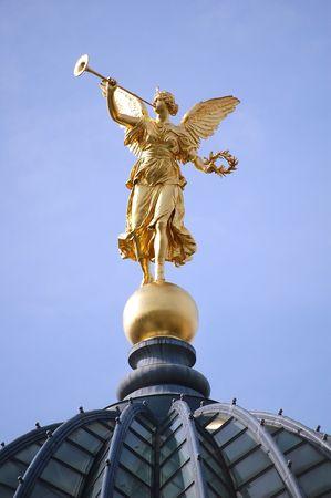 Goldener Engel Standard-Bild - 5489048