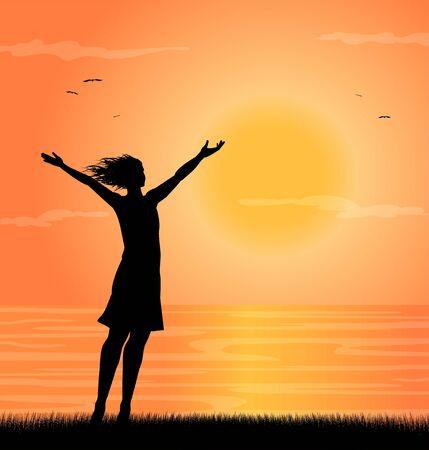 Mujer en la playa al atardecer con los brazos abiertos