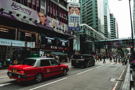 Red taxi and a rush on a street of Hong Kong Sajtókép