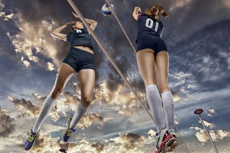 女子バレーボール選手のクローズ アップをジャンプ