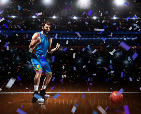 basketball player celebrating victory on basketball arena 스톡 콘텐츠