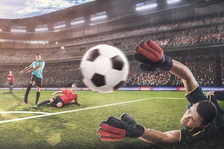 Portero saltando por la pelota en el partido de fútbol