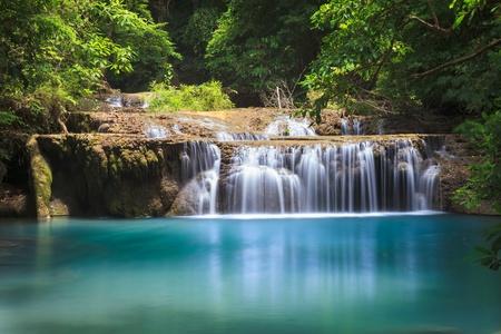 Wasserfall im tiefen Wald, Kanchanaburi Thailand Standard-Bild