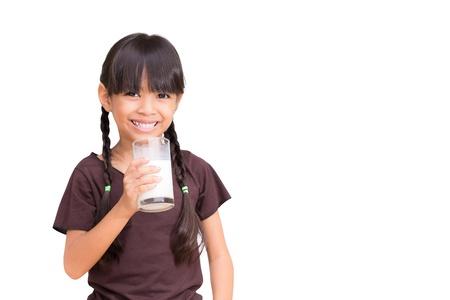 milk milk products: Sonriente ni�a con un vaso de leche, aislado en blanco Foto de archivo