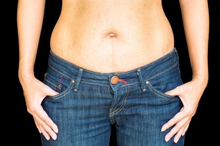 jeans apretados: Primer barrigón, aislado, en, negro