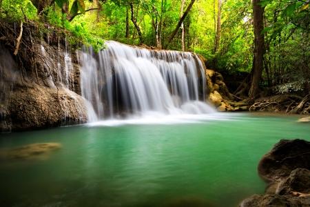 Thailand waterval in Kanjanaburi Huay Mae Kamin Stockfoto