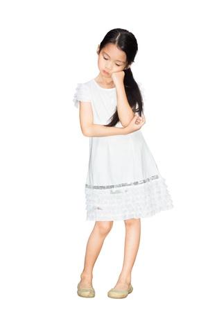 petite fille triste: Portrait d'une petite fille triste, isol� sur blanc