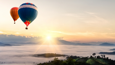 hot air balloon: Hot air balloon over sea of mist