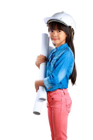 jolie petite fille: Petite fille tenant une affiche, isol� sur blanc