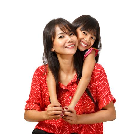Glückliche Mutter und Tochter sitzen, isoliert über weiß Standard-Bild - 24806964