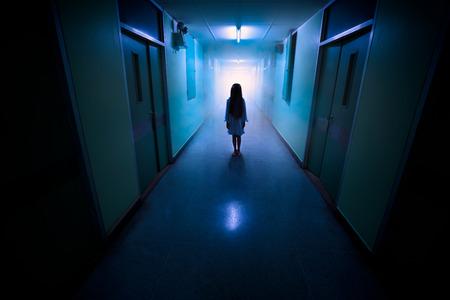 Horror scène van een eng kind Stockfoto