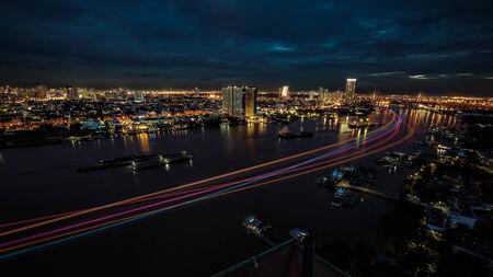 phraya: Chao Phraya River en la noche, Bangkok, Tailandia Foto de archivo