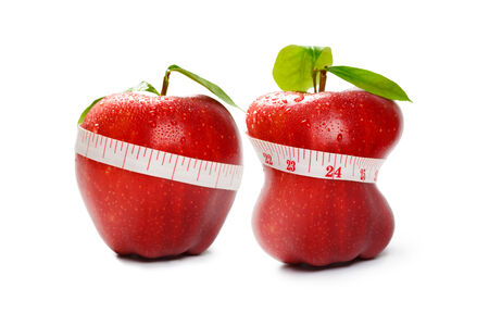 Detailní červené jablko s tapeline samostatný nad bílá, diety nebo hubnutí koncepce