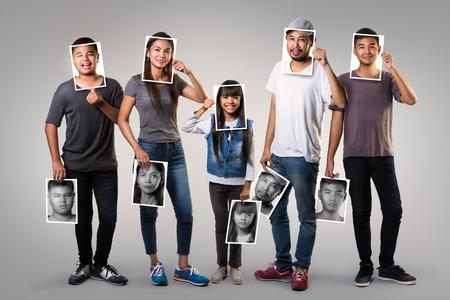 cara sorprendida: Familia asiática humor cambiante