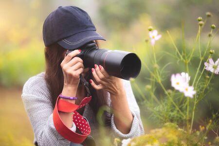 AFICIONADOS: Fotógrafo aficionado al campo de flores